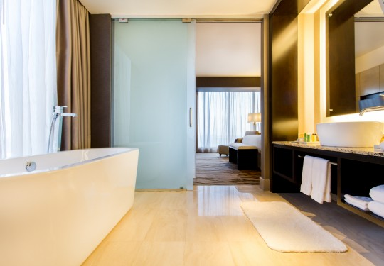 fotografia de interiores en panama - Shower interior, Hilton hotel, Panama city